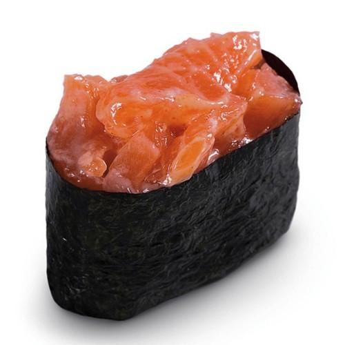 Суши Гункан с копченым лососем